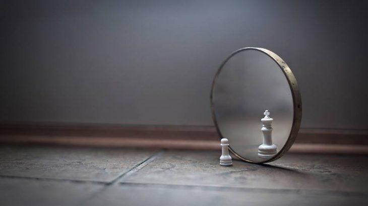 los espejos reflejan alma oculta