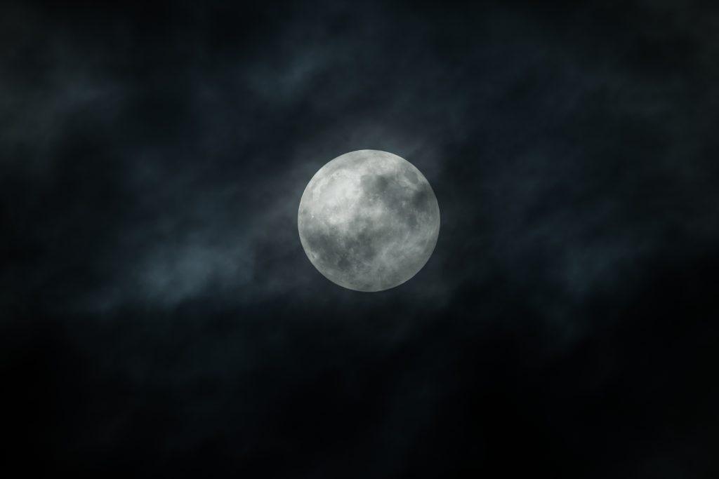 la influencia de las lunas en las velas